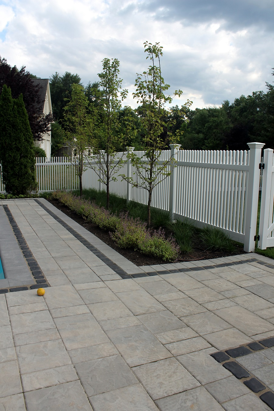 Lincoln Massachusetts top landscaping company for fencing and railing