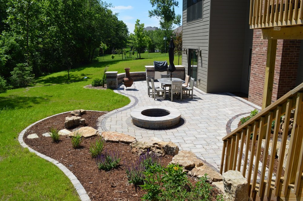 Landscape design of an outdoor patio in central Illinois