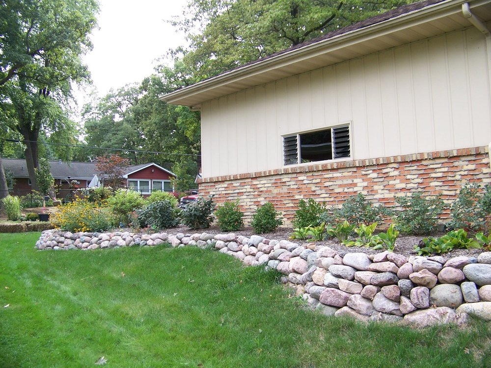 Stunning retaining wall in East Peoria, IL
