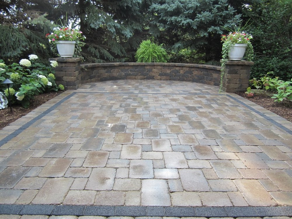 Patio pavers and retaining wall in East Peoria, IL