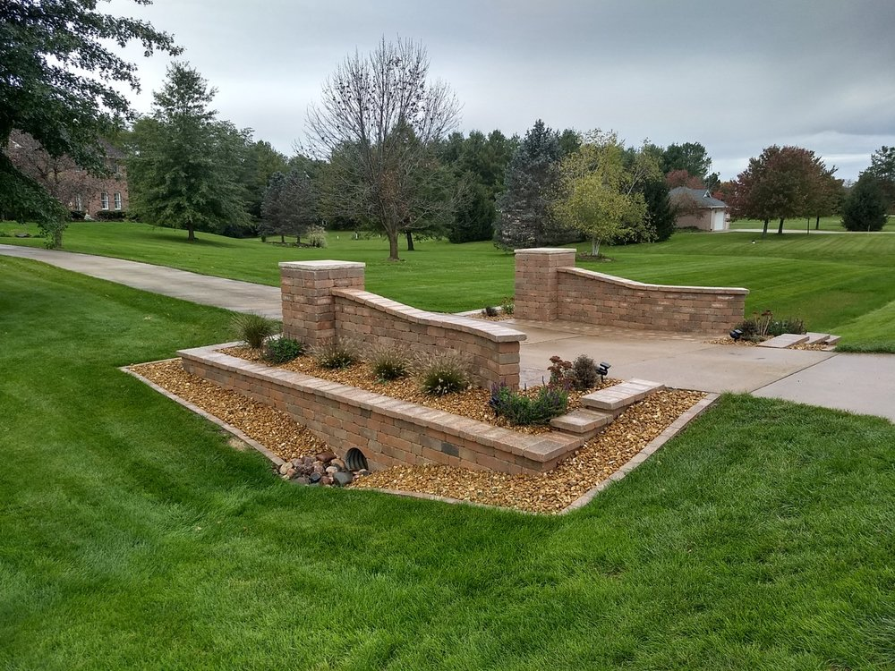 Top retaining wall design and installation in East Peoria, IL