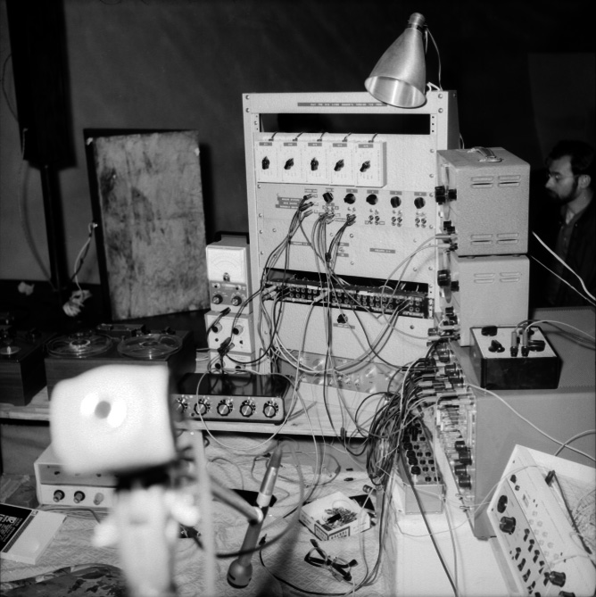 Rosenboom electronic performance setup 1969.jpg