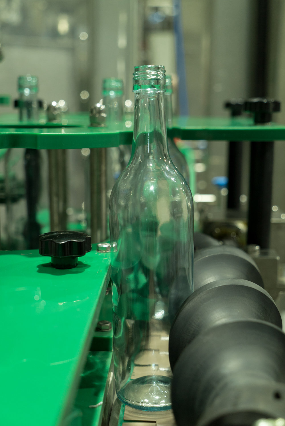Our production line can bottle 3500 bottles of wine or spirits per hour.