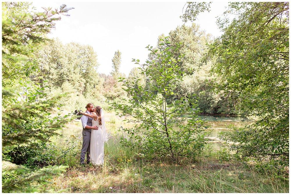 Wedding_Easton_Washington_Whistling_Dixie_Photography_Summer_River_Cabin_0025.jpg