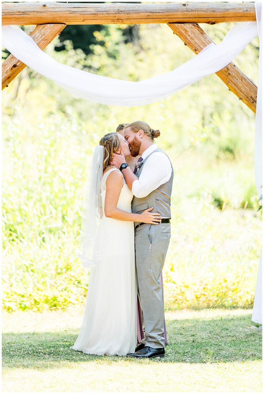 Wedding_Easton_Washington_Whistling_Dixie_Photography_Summer_River_Cabin_0040.jpg