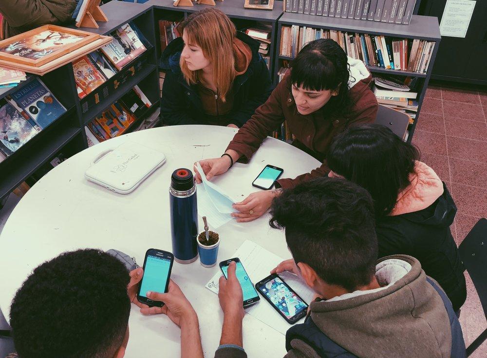 Soluciones para el futuro - Es un desafío regional dirigido a estudiantes de Educación media pública que proponen soluciones a problemas que ven en su comunidad a través del uso de la ciencia, matemática y tecnología.