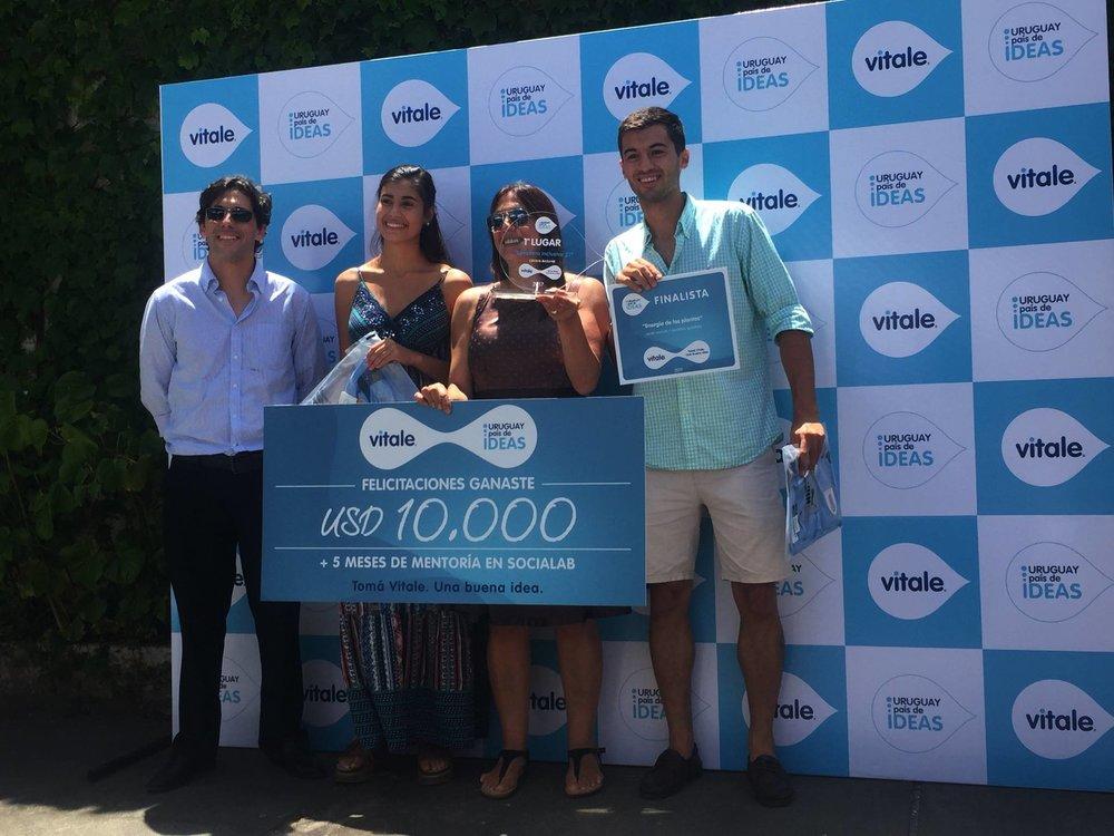 Uruguay país de ideas - Junto a Vitale buscamos a jóvenes emprendedores para apoyar iniciativas innovadoras que requerían de apoyo y guía para concretarlos.
