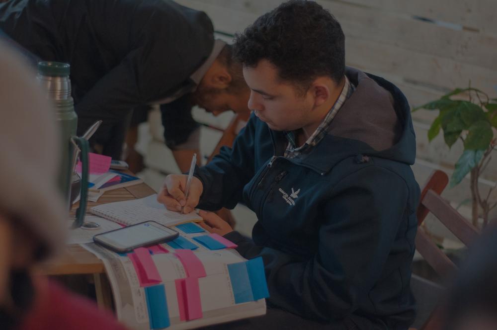 Comprometidos - Es un movimiento de jóvenes latinoamericanos que buscan generar un cambio positivo por medio de iniciativas innovadoras, a partir de su involucramiento con los 17 Objetivos de Desarrollo Sostenible - ODS.