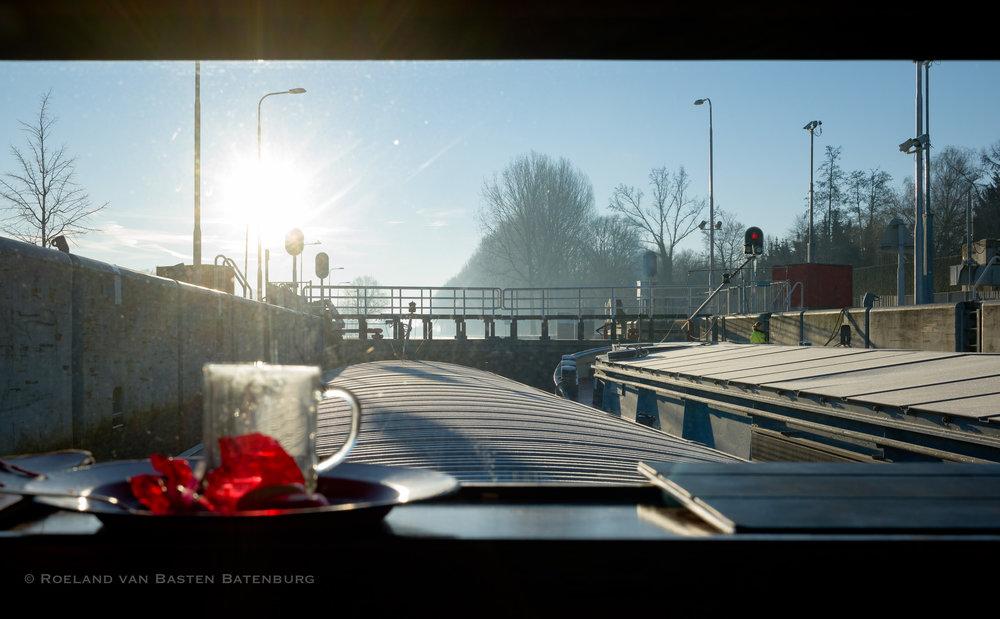 Samen schutten in sluis 5 op de Zuid-Willemsvaart.