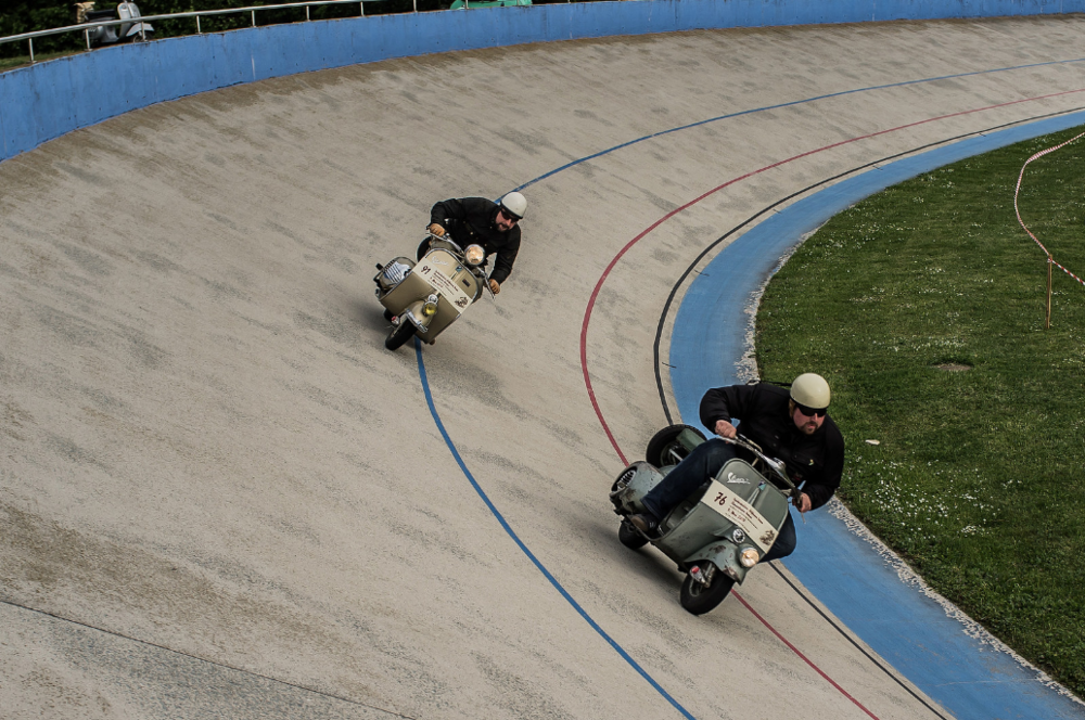 Photo by Ernie Troelf - Gatti in action (pictured bottom right)
