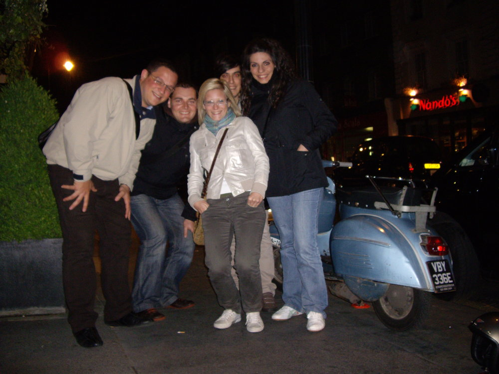 Left to right: Fede, yours truly, Aurora, Davide, Luisa - London 2009