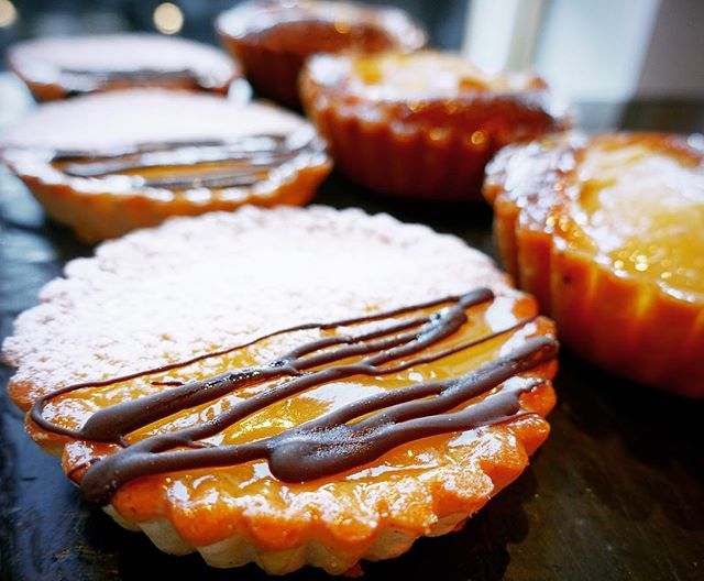 #lemontart #coffeeinedinburgh #dalryroad #cakes #tortinoallimone #fiocchiedinburgh