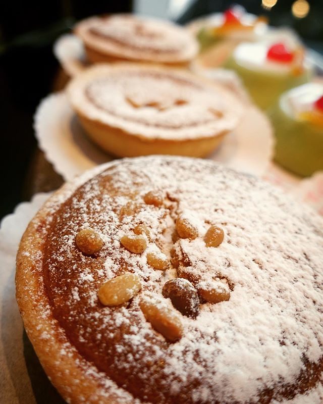 Torta della nonna #cakes #dalryroad #fiocchiedinburgh #coffeeinedinburgh #tortadellanonna #nonnascake #tart #pastryshop