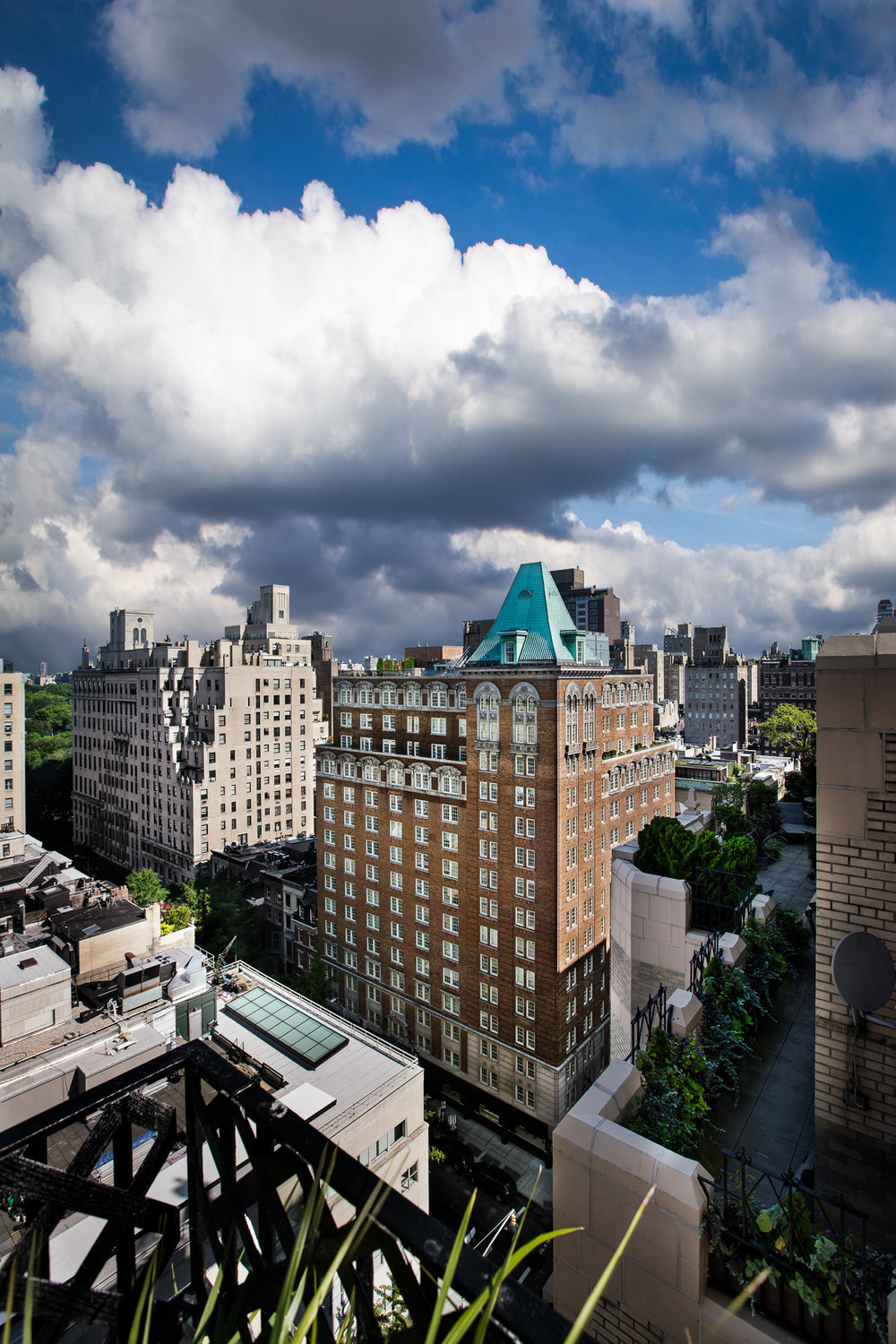 The Mark hotel is a 147-room luxury hotel located at 77th Street and Madison Avenue on the Upper East Side of Manhattan. The property also includes furnished residences and prime ground floor retail space. Ohana acquired a performing mezzanine loan from a bank in 2018. The mezzanine loan was part of a $265 million total debt stack encumbering the hotel.    EXPLORE SITE >