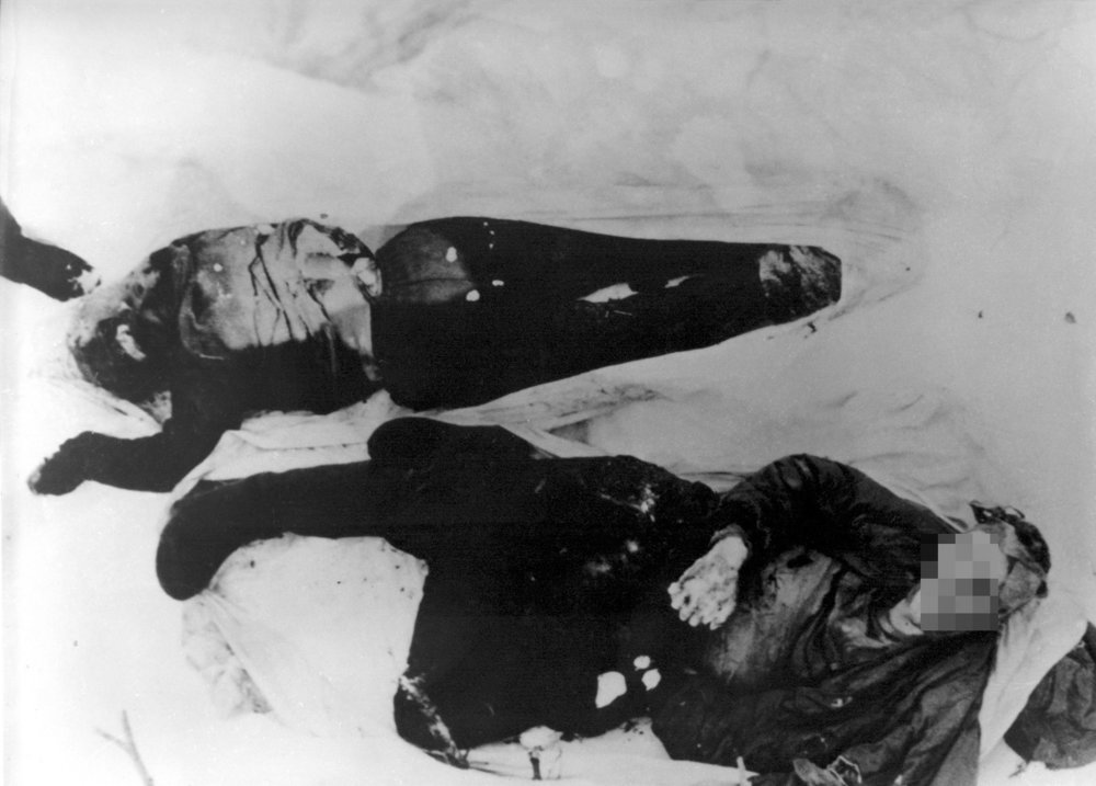 Bodies of Dubinina and Thibeaux-Brignolle; Photo taken by Soviet authorities.