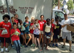 CitySprouts interns donate garden produce to Food for Free.