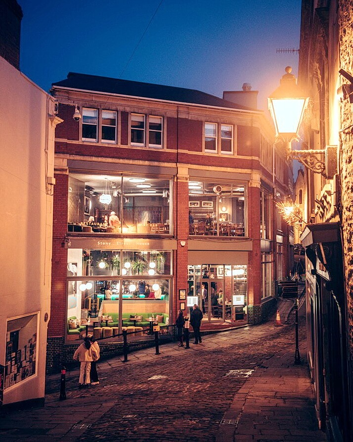 Exterior-evening-drinks-food-pizza-wine-frome.jpg