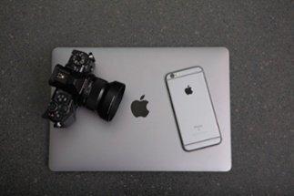apple-black-and-white-business-306763.jpg