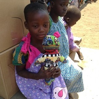 100-year-old dressmaker makes one dress a day to for African children. It has taken her 3 years of daily work to complete her goal of 1,000. ❤️