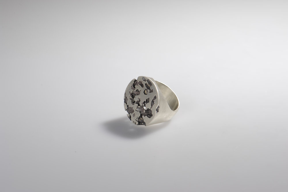 Nora Werner Ring Lost in Process II Siegel