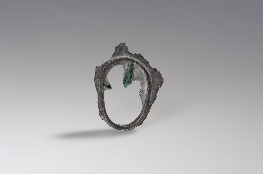 """""""Cave""""  Smaragde umflossen von Silber  -verkauft-"""