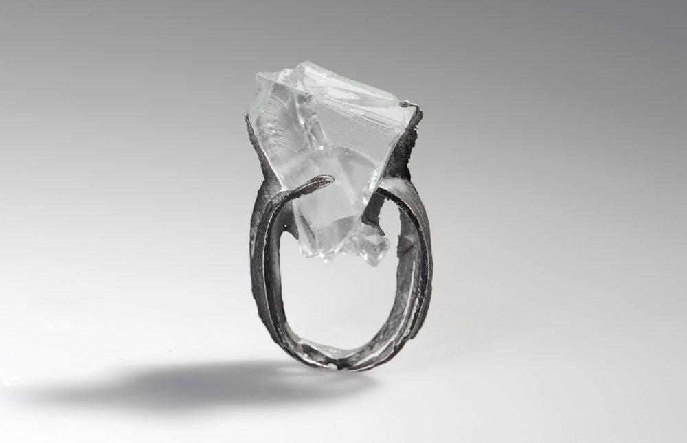 Silber umhüllt das rohe Glasdreieck  -verkauft-