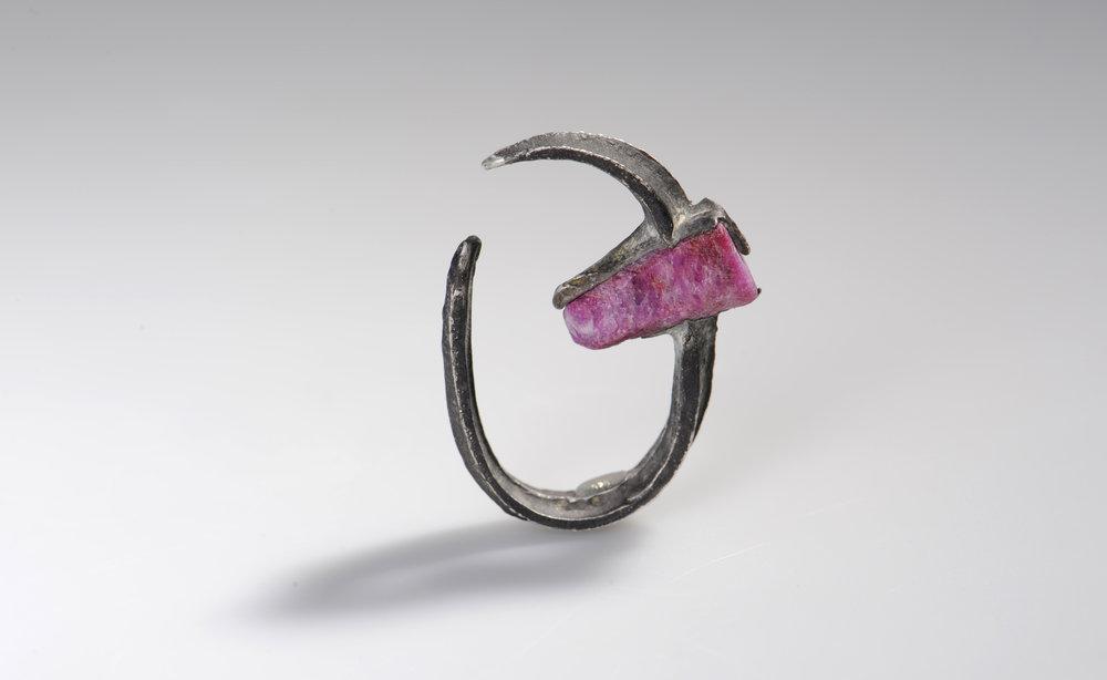 Für die Ewigkeit vereint in einem offenen Ring: Silber & Rubin