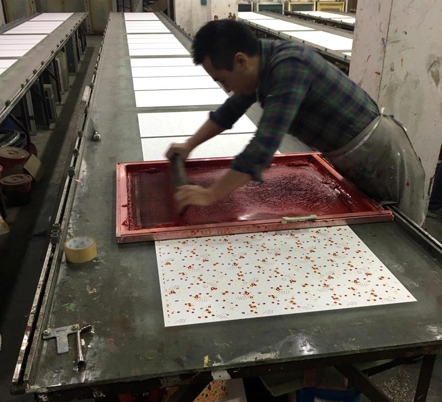 Japan - Washi zeggen de Japanners, 'Wa' betekent Japans, 'shi' betekent papier. Het wordt gemaakt van de boombastvezels van diverse bomen die in Japan groeien. Een traditioneel gemaakt zuurvrij papier.