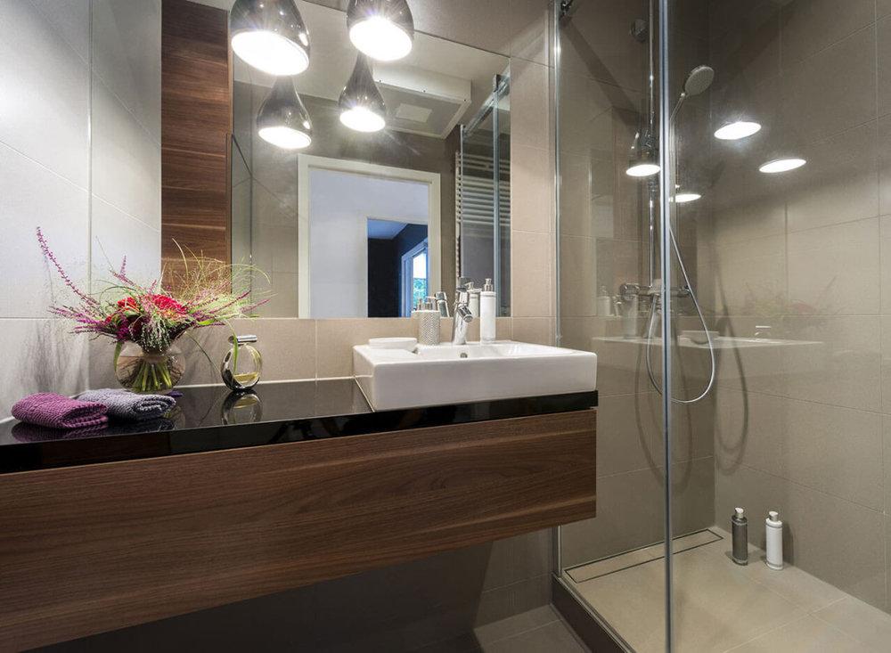 absolute-black-granite-bathroom-countertop-1-1100x806.jpg