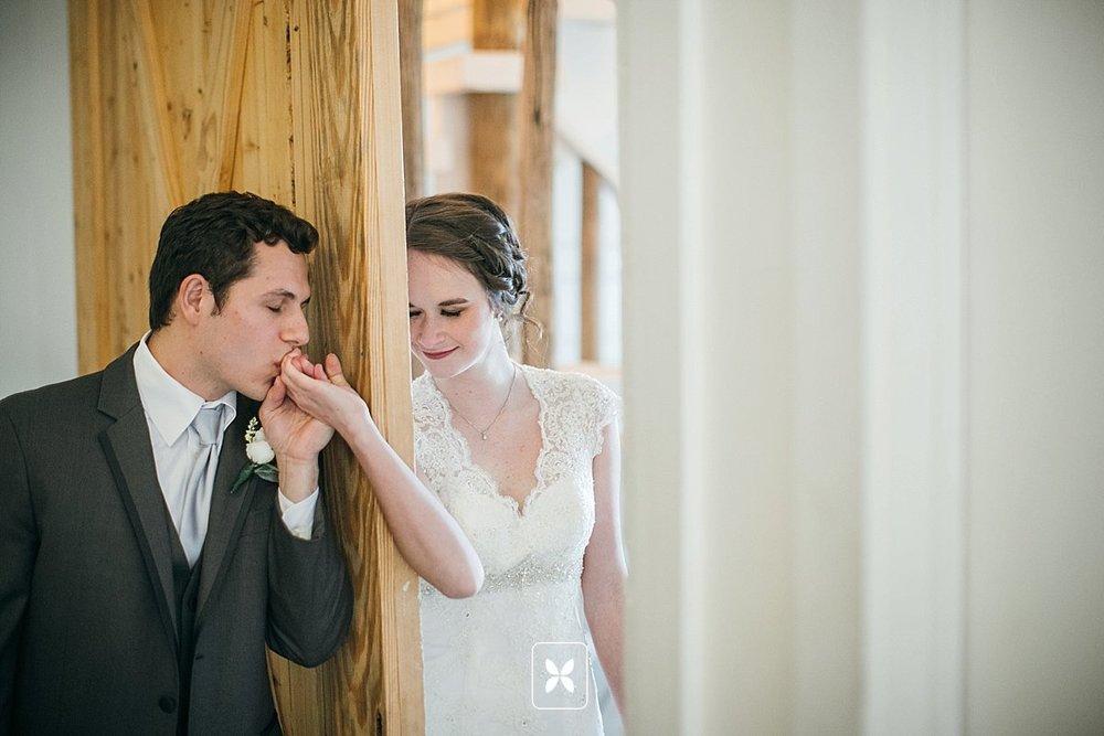 jesse_cori_northwest_arkansas_wedding_photography_Kindred_Barn_0046.jpg