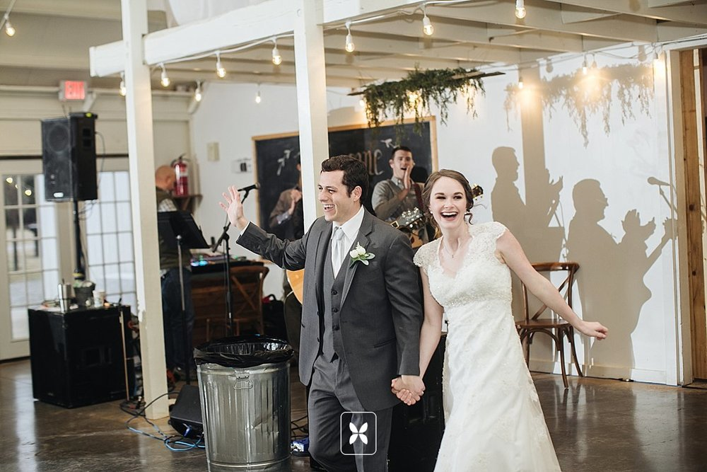 jesse_cori_northwest_arkansas_wedding_photography_Kindred_Barn_0081.jpg