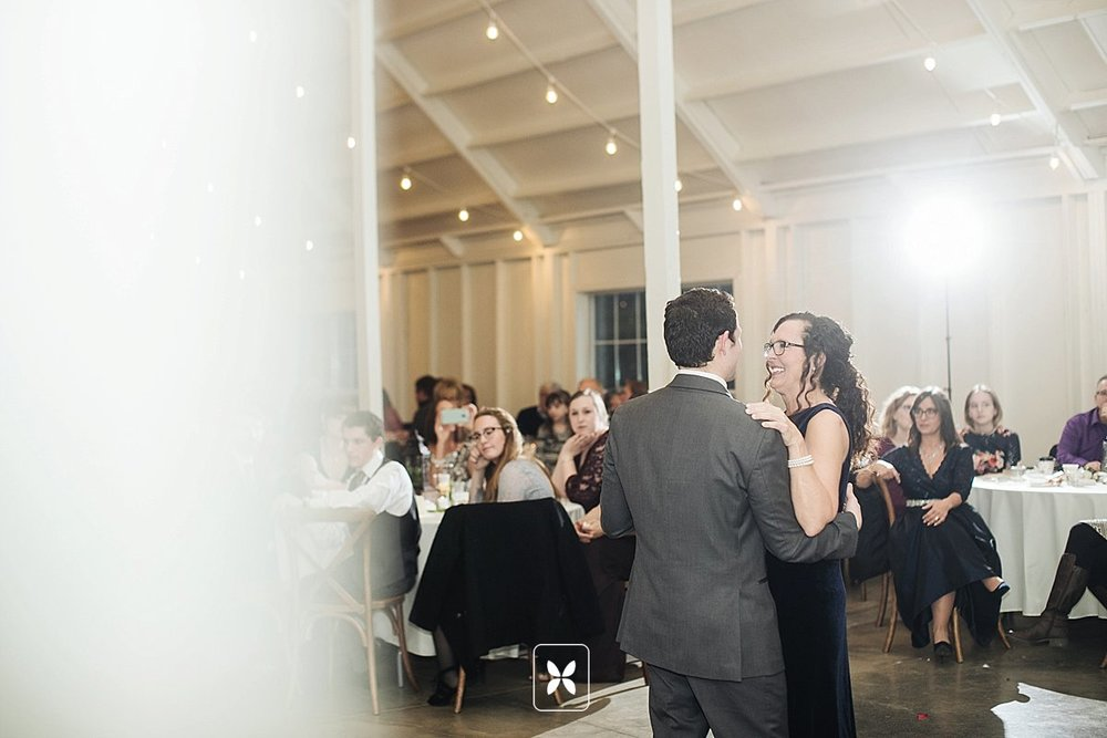 jesse_cori_northwest_arkansas_wedding_photography_Kindred_Barn_0093.jpg