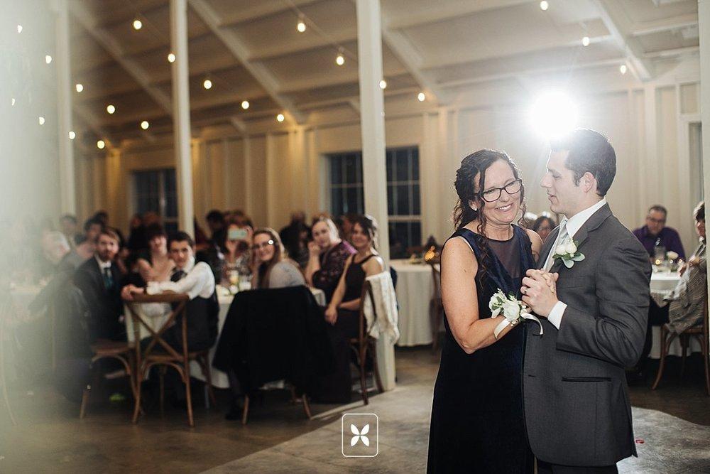 jesse_cori_northwest_arkansas_wedding_photography_Kindred_Barn_0094.jpg