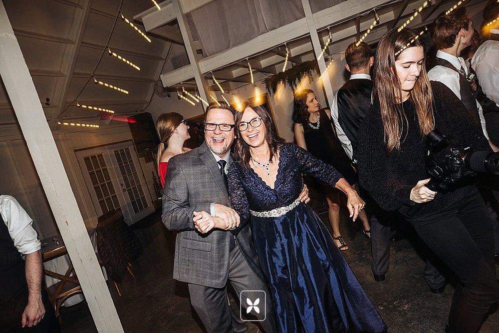 jesse_cori_northwest_arkansas_wedding_photography_Kindred_Barn_0100.jpg