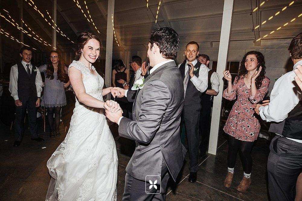 jesse_cori_northwest_arkansas_wedding_photography_Kindred_Barn_0106.jpg