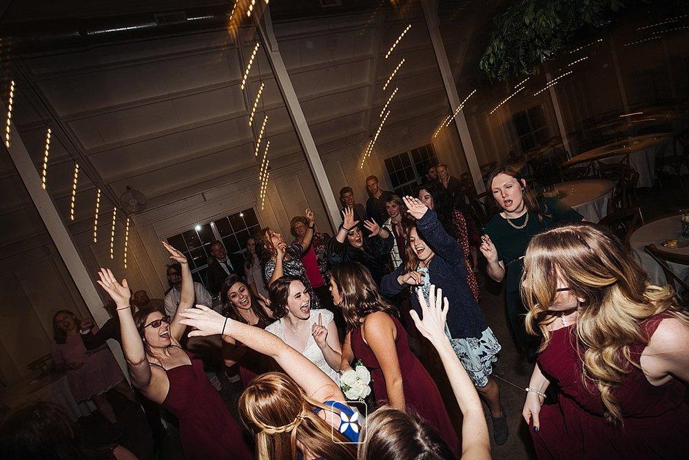jesse_cori_northwest_arkansas_wedding_photography_Kindred_Barn_0108.jpg