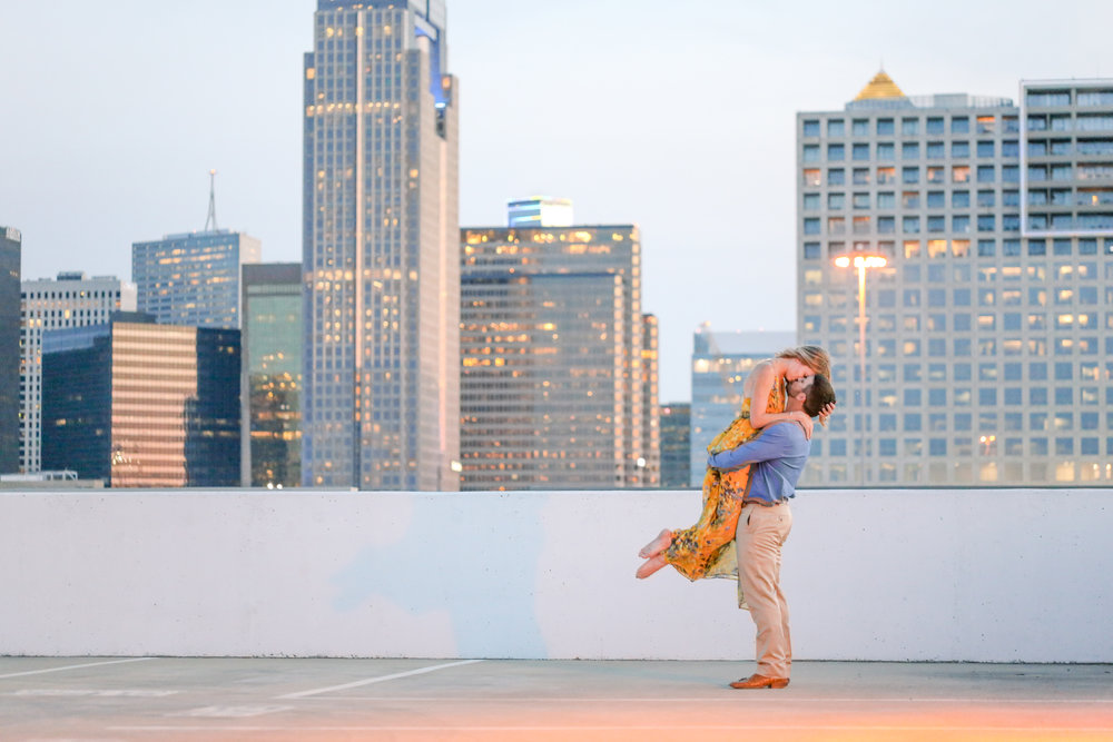 ENGAGEMENT KISSING BY DALLAS SKYLINE TEXAS PHOTOGRAPHER BY ABBIE MAE PHOTOGRAPHY