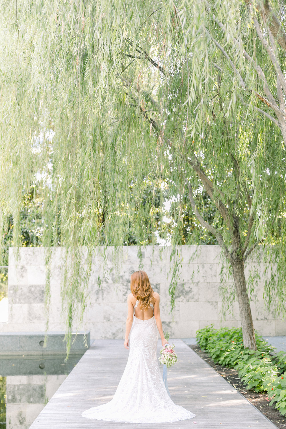 BRIDAL PORTRAIT AT NASHER SCULPTURE CENTER IN DOWNTOWN DALLAS, TEXAS BY ABBIE MAE PHOTOGRAPHY