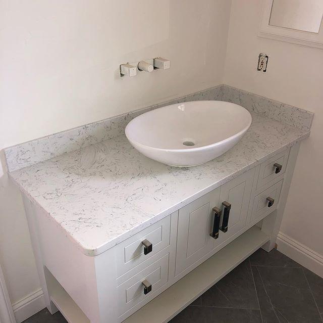 Bathroom vanity in quartz • Top mount vessel sink#quartz#bathroomvanity#bathroomdesign#stonefabrication#sierrastoneinc#stone#remodel#shoplocal#sonoraca#tuolumnecounty#sink#vesselsink#topmountsink