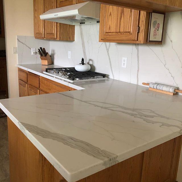 Calacatta Blanco quartz from @vadaraquartz. #quartz#kitchenremodel#kitchendesign#sierrastoneinc#tuolumnecounty#sonoraca#jamestownca#stone#marble#vadaraquartz#stonefabrication