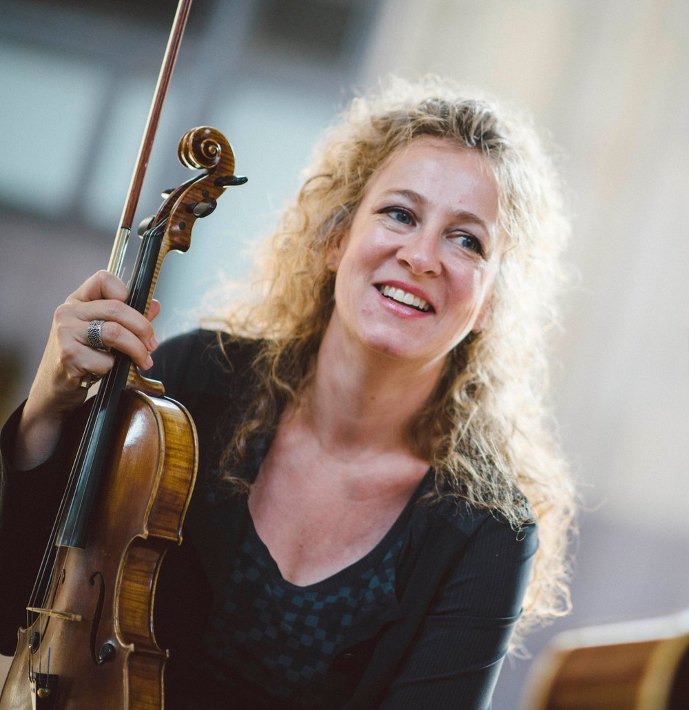 Liz Knowles - Liz Knowles has brought her distinctive sound—the fire and finesse of Irish fiddle music combined with the tonal richness of the classical violin—to concert stages and festivals across the world.lizknowles.comopenthedoorforthree.com  stringsisters.net   martinhayesquartet.com