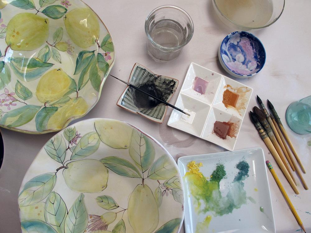 watercolor majolica technique on plates