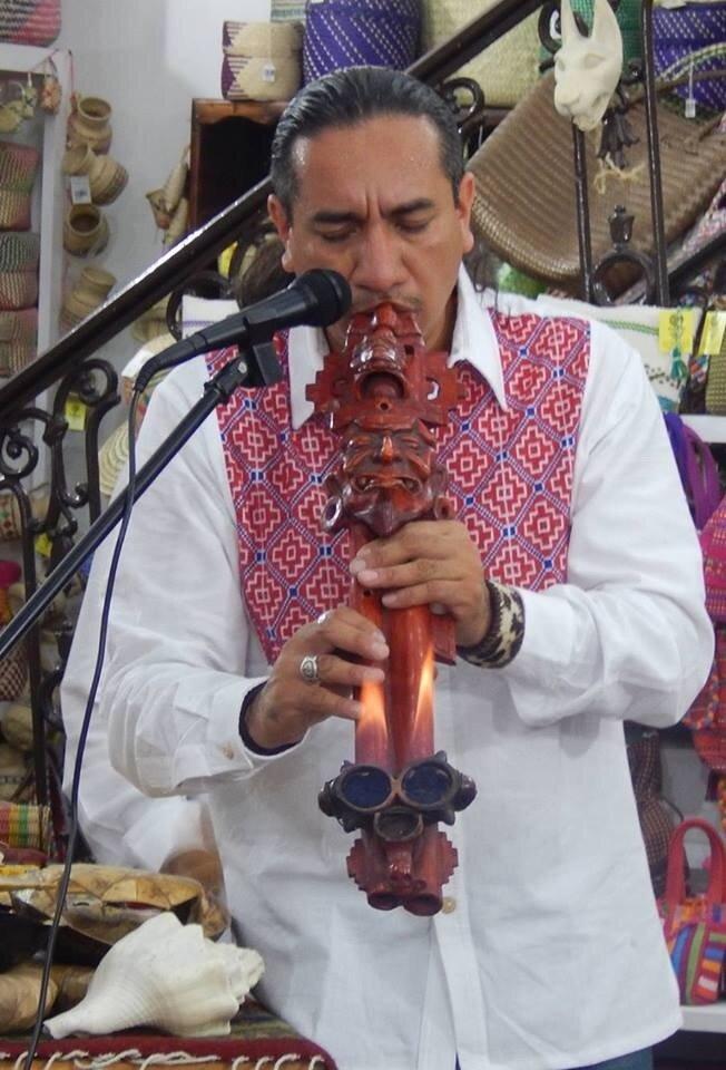 Ernesto Olmos performing
