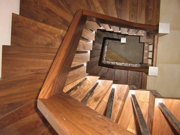 Faltwerktreppen - Mit der Falttechnik lassen sich platzsparende Treppen in klarem Design bauen.Kombiniert mit einem filigranen Geländer ein echter Blickfang.