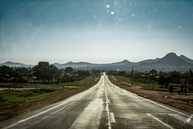 🥁🌴On the road again today. On the road to the light of my life, #Limpopo Province. Here's a shot from a previous trip to #Magoebaskloof, Limpopo. Gonna be working at #Zwakala Brewery @workawayinfo 🌬️🍻🏞️ Pop in if you're around in the next month. Planing on doing sone mad Waterfall hopping and mountain excursions. 🦁🏔️🏞️