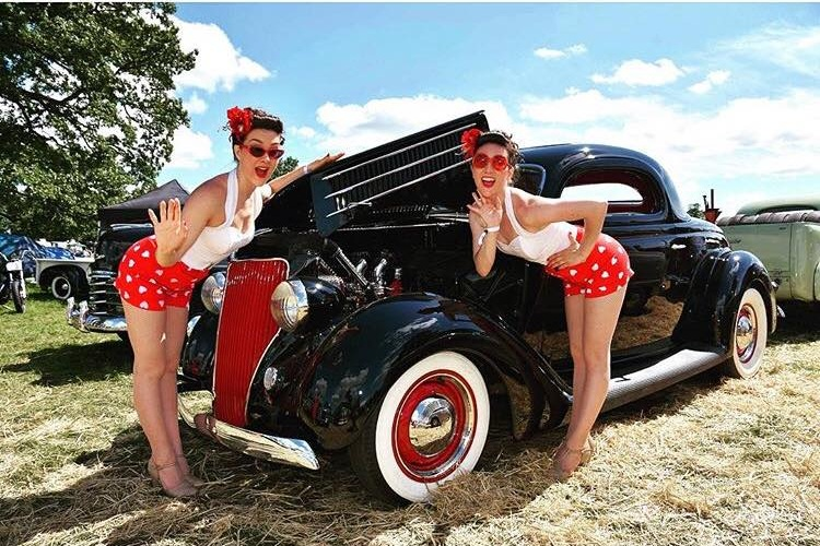 Twin Swing - https://www.thetwinswing.com//Emily and Jessica Evans are professional dancers, having previously performed together at The Olympic Closing Ceremony with Darcy Bussell, The Royal Albert Hall Jingle Bell Ball, West End Live Trafalgar Square and more.
