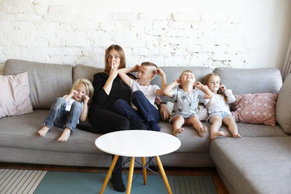 mansion-babysitter-2_2.jpg