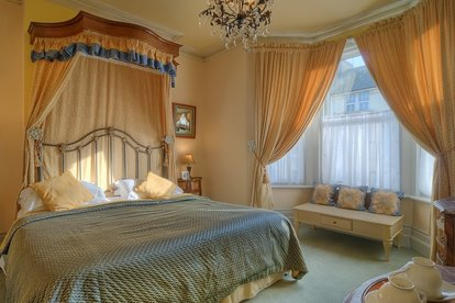 mansion-bedroom-2.jpg