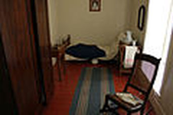120px-gfp-illinois-lincoln-home-servant-girl-room.jpg
