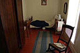 120px-gfp-illinois-lincoln-home-servant-girl-room.jpg